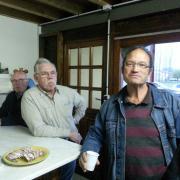 Michel qui se cache, Claude et François